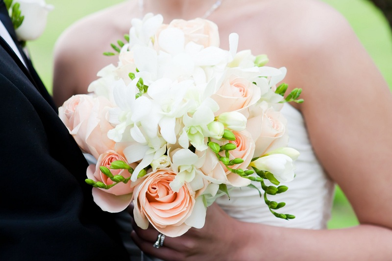 What flowers to choose to create a wedding composition?
