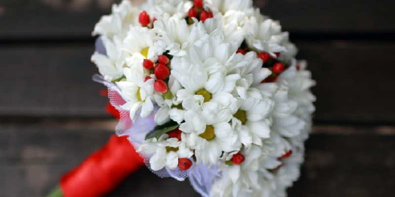 Wedding Bouquet Of Daisies For The Bride